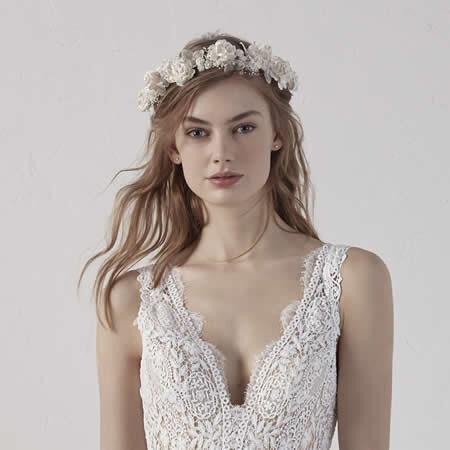 Blumen im Haar, Kleid Pronovias, Braut, Hochzeit