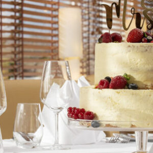 Hochzeitslocation Hannover, Aspira Hannover, Insel Beach Club Hannover, heiraten in Hannover, Hochzeitstorte, Hochzeitstisch,
